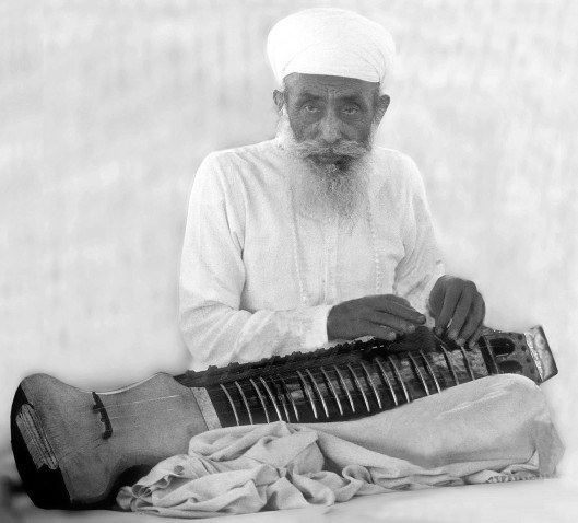 Satguru Jagjit Singh plays the dilruba II.Photo Courtesy: Namdhari Darbar, Bhaini Sahib.